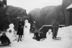 Barn og snømann