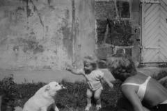 Mor barn og hund